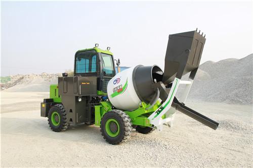 <b>小型混凝土搅拌车的加油系统该如何维护?</b>