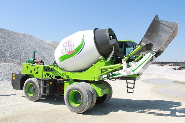 <b>自上料混凝土搅拌罐车如何进行土渣的清理?</b>