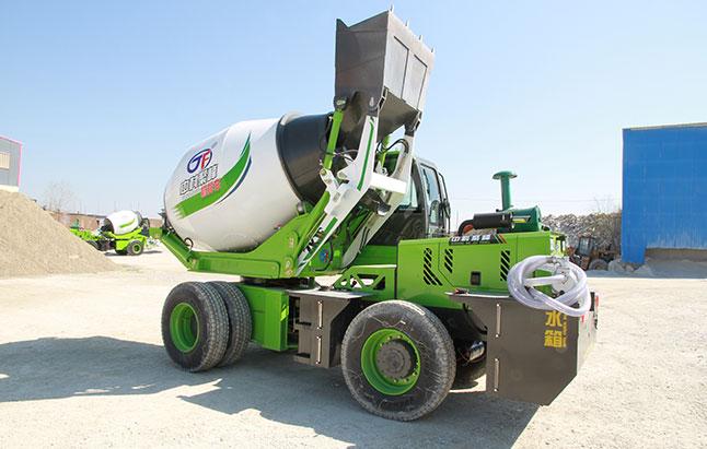 <b> 驾驶自上料混凝土搅拌罐车怎样进行工作?</b>