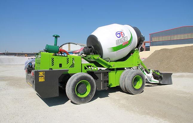 <b>移动式自上料混凝土搅拌罐车结构组成</b>